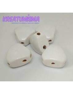 Cuerpo de madera triangular blanco